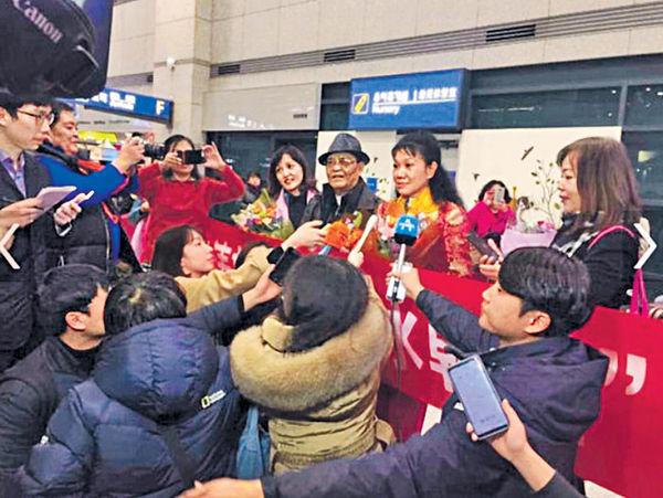 中國「破冰團」抵韓 明星級待遇