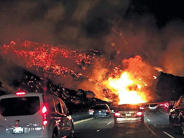 加州山火未受控 20萬民眾疏散