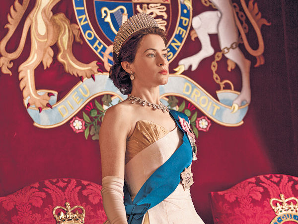 《王冠》第2季開播 「英女皇」Claire Foy貴氣駕到