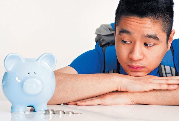 7成教師批年輕人 「向錢看」