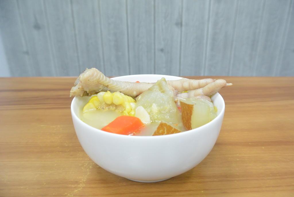 【健康食譜】清熱袪濕好幫手!老黃瓜薏米雞腳湯