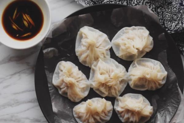 【中式食譜】4種材料簡易自製 皮薄多汁小籠包