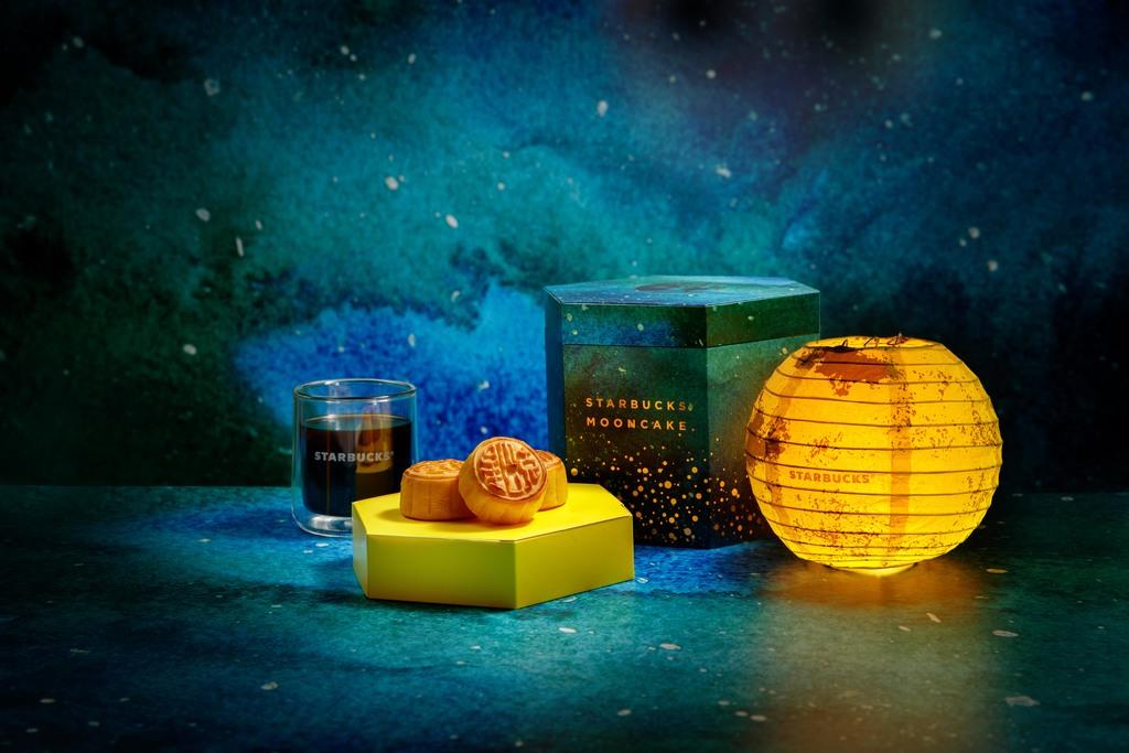 Starbucks中西合璧奶皇月餅慶中秋 附送精美月球燈籠