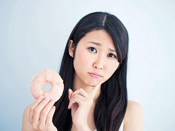 邊食甜品邊飲水 血糖上升快2倍