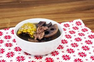 【健康食譜】清熱降火+安神補血 蓮藕栗子素湯