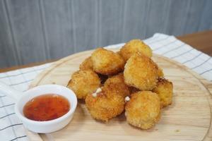 【簡易食譜】簡單4步輕鬆自製 香脆可口芝士蝦球