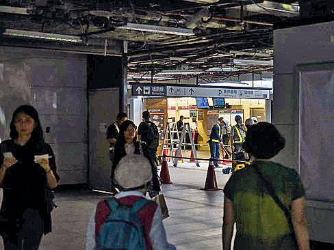 台北車站停電 旅客摸黑搭車
