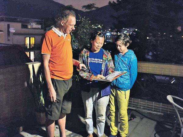 荷蘭爸爸 組英語親子團尋找蝙蝠螢火蟲