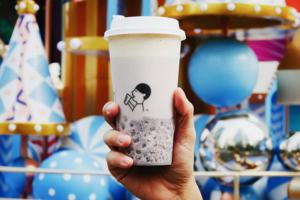 深圳喜茶新推出冬日限定飲品:香甜椰汁香芋紫米波波茶。