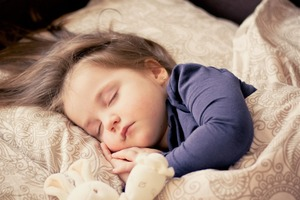 【睡不著怎麼辦】晚上吃甜品令人更精神易失眠!盤點睡前不能吃的食物