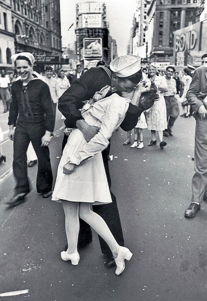 二戰結束經典照 「勝利之吻」水手逝世