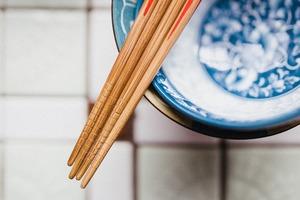 【餐具清潔】筷子不可成條擦洗!專家教你正確清潔筷子步驟/如何挑選餐具避免細菌滋生