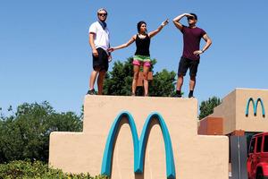 【品牌故事】麥當勞Logo不是黃色?12大經典國際食物品牌故事+Logo設計理念 麥當勞/Godiva/Starbucks