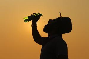 【飲水方法】5種水對身體有害!一文教你正確飲水方法 飲水機最多菌?蒸餾水礦泉水勿亂喝!暖水最解渴!