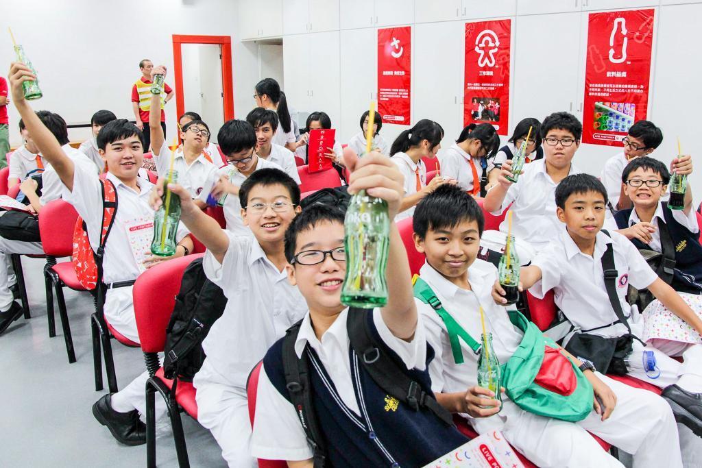 【童年回憶】小學生必到可樂廠、麥當勞廚房!盤點學生時期參觀的7大食品工廠