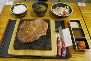【旺角美食】旺角新開火山石自助煎牛扒店「牛極」 $78食牛肩肉眼+任食白飯沙律