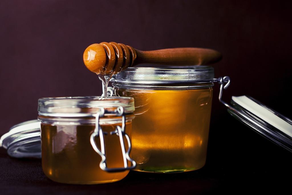 【蜂蜜VS蜜糖】蜂蜜蜜糖大不同!混合糖漿假扮天然蜂蜜  教你6招分別真假蜂蜜