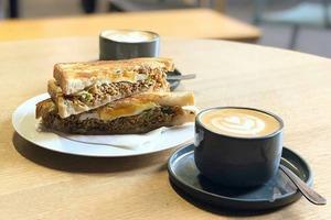 【澳洲美食】澳洲悉尼咖啡店人氣單品 「年度最佳三文治」營多撈麵多士