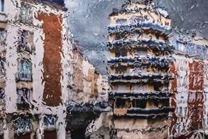【麥當勞廣告】法國麥當勞雨天外賣創意平面廣告 只有1個字的印象派下雨照片