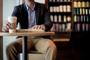 【Starbucks咖啡】為何Starbucks只會放圓桌?前星巴克副總裁親解原來跟心理學有關