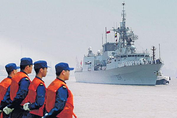 加軍艦穿越台海 中國軍機近距監視
