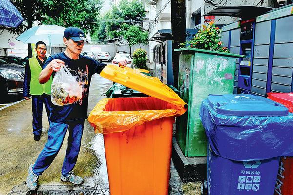 內地推廢物分類 垃圾桶成搶手貨