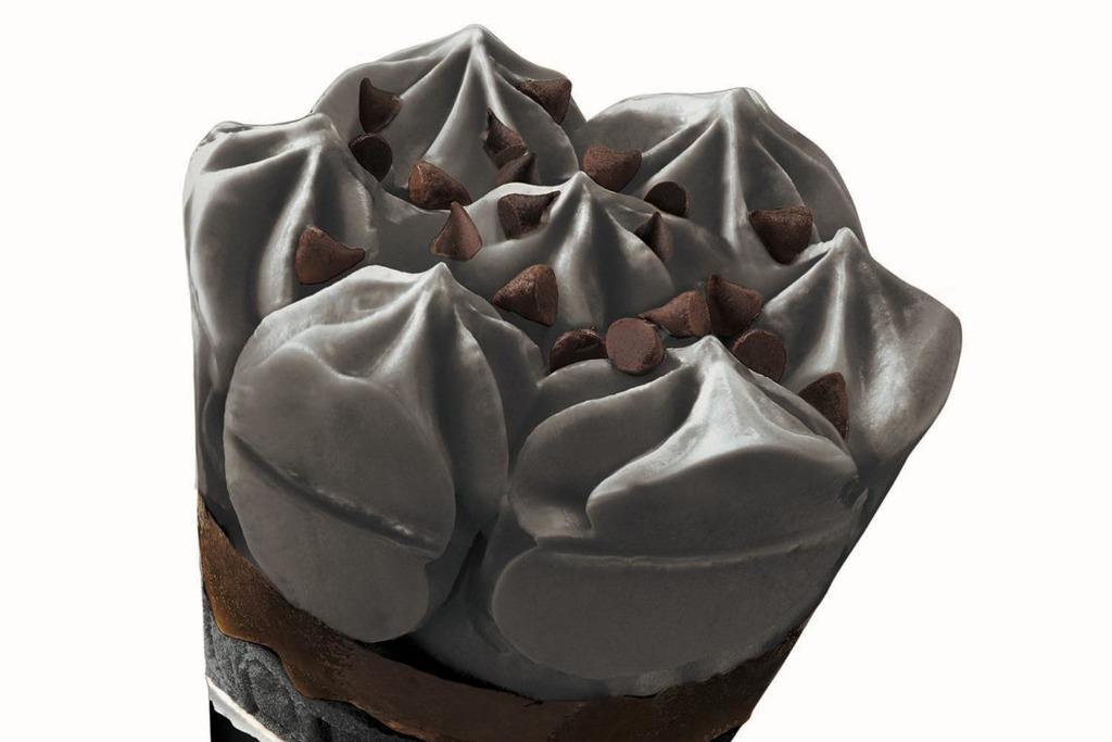 【便利店新品】雀巢推出全黑黑朱古力曲奇雪糕+全粉士多啤梨味甜筒 各大便利店有售