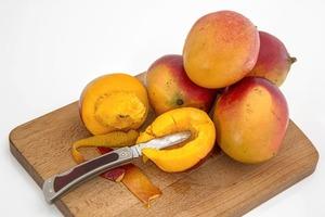【切芒果】只用一枝牙籤就輕鬆剝到皮? 一文學識五種簡單切芒果妙法