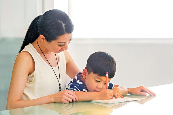 陪子女讀書 7成家長壓力升