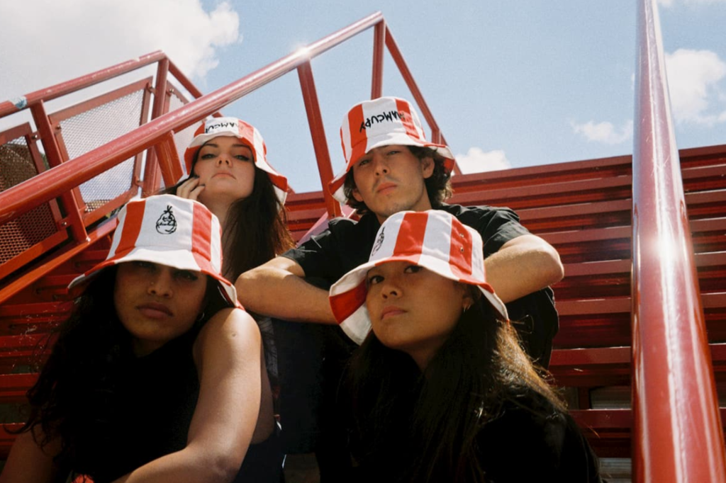 【KFC漁夫帽】KFC肯德基聯乘俄羅斯街頭設計品牌  推出家鄉雞炸雞桶漁夫帽