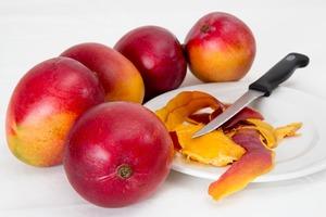 【芒果黑點】芒果有黑點食唔食得?台灣醫生:有病患削皮照食致脹痛、嘔吐