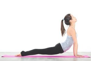 【懶人減肥】歐美星級健身教練推薦懶人居家運動 睡前3分鐘簡單瘦腰瘦腿