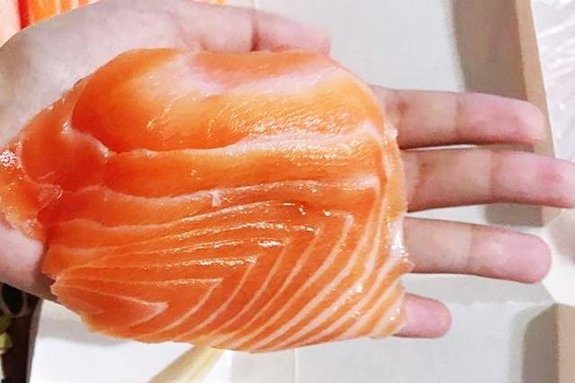 台北高CP值日式餐廳「三味食堂」 超巨型三文魚壽司/刺身