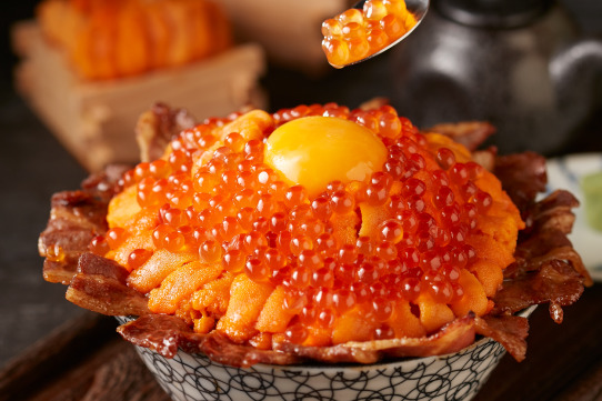 台灣燒肉丼飯專門店「開丼」推出夏季限定 4款黃金海膽燒肉爆丼飯
