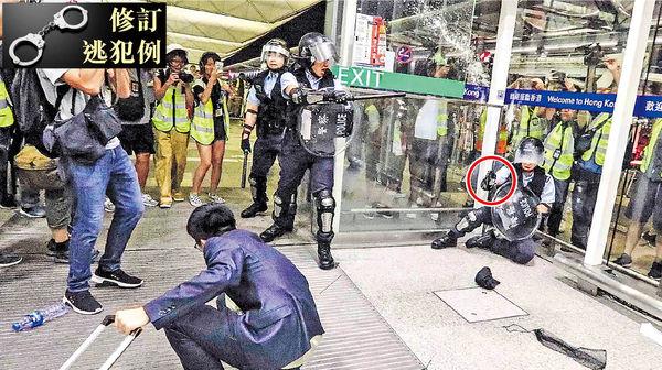 千人再堵機場爆衝突 警被襲曾拔槍