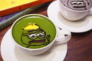 【銅鑼灣Cafe推介】銅鑼灣Cafe新推出搞怪Pepe拉花咖啡 日式芝麻/抹茶咖啡/3D立體公仔拉花咖啡