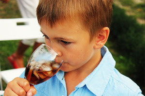 【汽水壞處】世衛研究:日飲兩杯或以上汽水提高早死風險 無糖汽水含人工甜味劑死亡率高26%