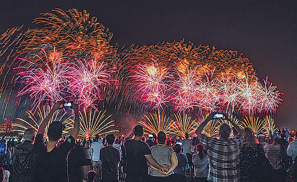 首爾世界煙花節 震撼漢江夜空