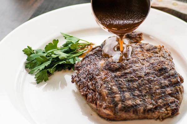【灣仔美食】Wooloomooloo Steakhouse推出10週年限定晚餐 澳洲牛扒/氈酒雞尾酒/維港夜景