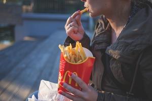 【麥當勞】方便又環保!網民開心大發現  麥當勞薯條盒設計隱藏用途