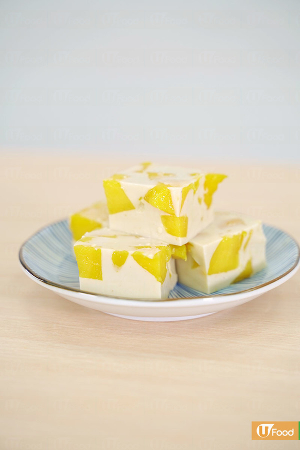 【甜品食譜】3步新手超簡易完成  粒粒芒果椰汁糕食譜