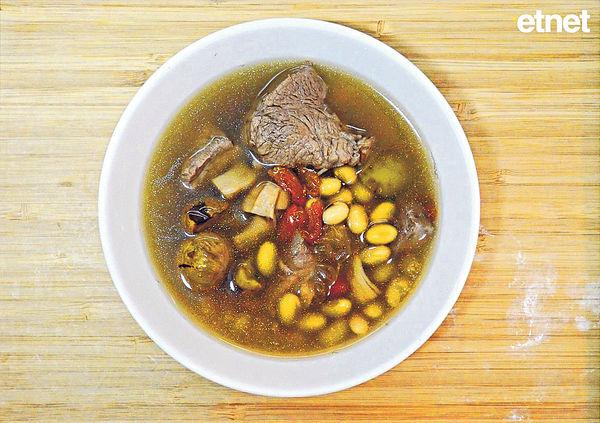調理脾胃虛寒,飲栗子杞子黃豆湯