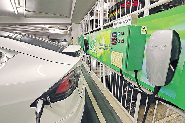 林鄭稱盡力 入立會讀施政報告 $20億為私樓停車場 裝電動車充電器