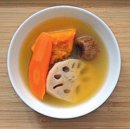 南瓜紅蘿蔔蓮藕豬𦟌湯潤肺健脾