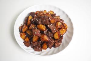 【中式食譜】4步簡單完成超惹味大排檔小炒! 黑椒蜜汁薯仔牛柳粒