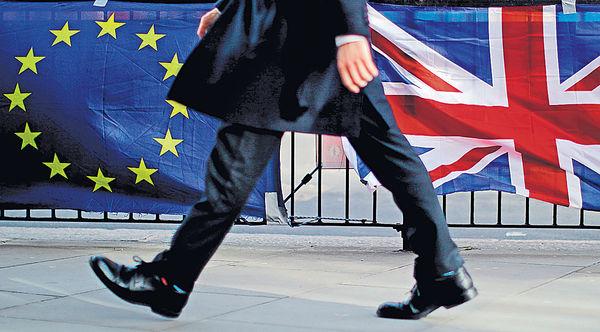 英脫歐協議達成 明硬闖國會關