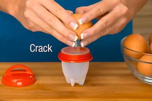 【廚具用品】無需剝蛋殼懶人適用!輕鬆整流心蛋/水波蛋雞蛋料理  美國矽膠煮蛋神器