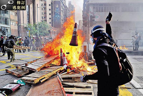 周日示威 鬧市擲逾百汽油彈 消防接77宗火警