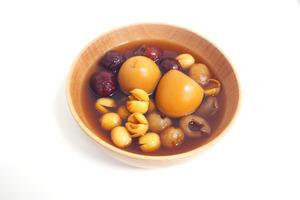 【中式糖水】經典中式養生糖水食譜 補氣血止經痛! 桑寄生蓮子蛋茶