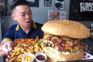 【泰國美食】泰國最大漢堡包挑戰!10,000卡路里6.5公斤巨型漢堡 9分鐘吃完贏10,000泰銖!